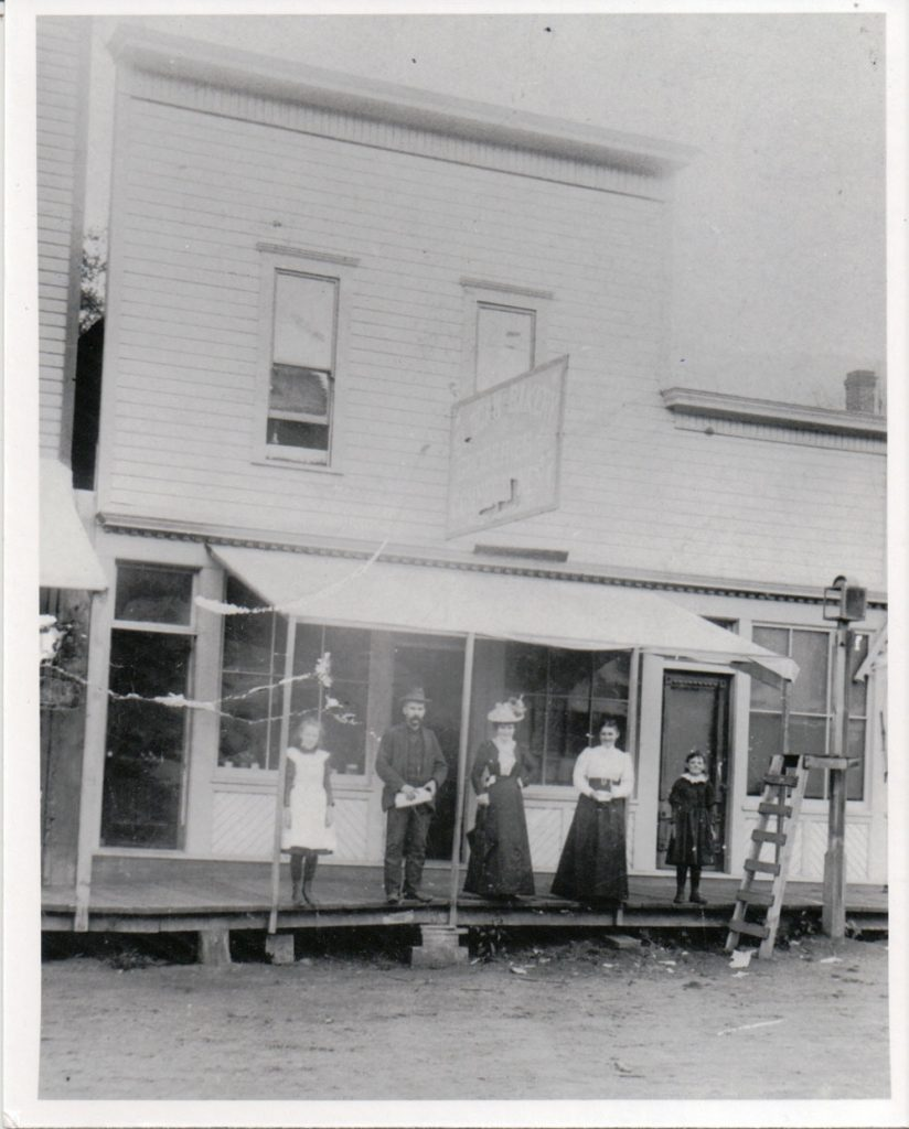 Slocan Bakery with the Tipping family, circa 1900