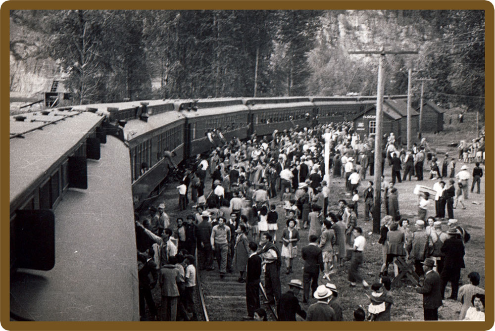 Japanese Canadians leaving Slocan 1946