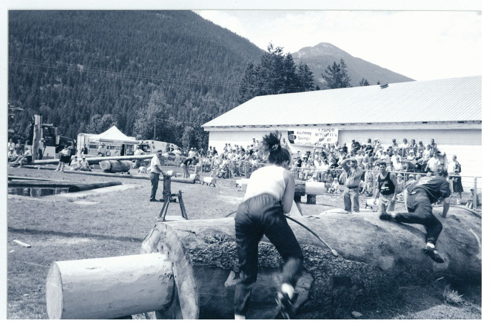 Logging Show 1998, Ladies Choker Race, courtesy of the Valley Voice