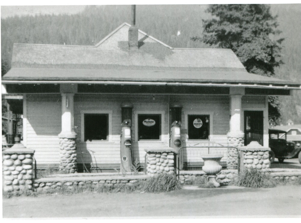 Greenlight Service Station, circa 1930s. Some of the windows in this building came from the SS Slocan. Currently the location of the Slocan Motel.