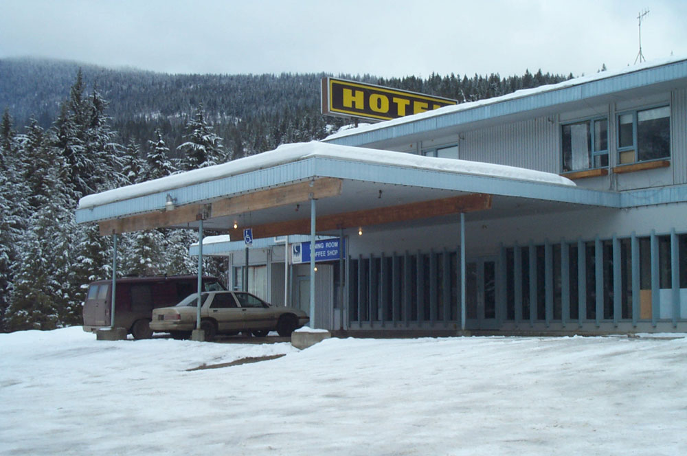 """The Slocan Inn, with the """"Blue Moon"""" Dining room and coffee shop"""